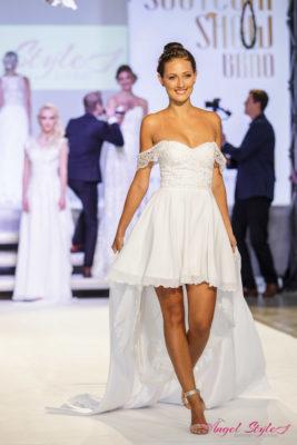 825acfd9e17d Nádherné svatební šaty Eveline s něžně spadenými ramínky a bohatě zdobeným  srdíčkovým