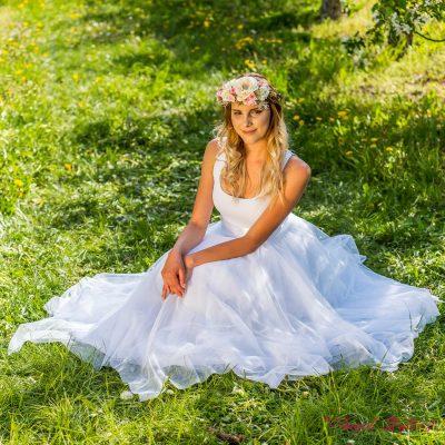 cípatá bílá svatební sukně