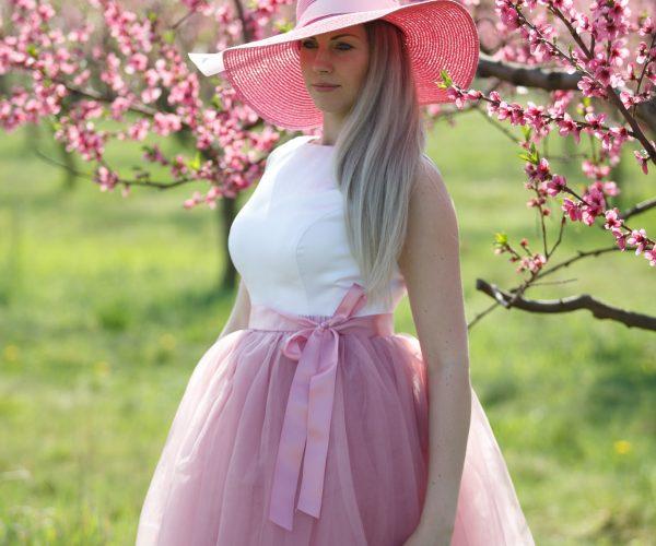 tylová sukně, šití na míru, tylové sukně na míru, dlouhá sukně, krátká sukně, nadýchaná sukně, krajková sukně, tylovka, saténová stuha, sukně s puntíkama, sukně se srdíčky, jednobarevná sukně, sukně na míru, dolly sukně, vpředu krátká vzadu dlouhá, sukně pro družičky