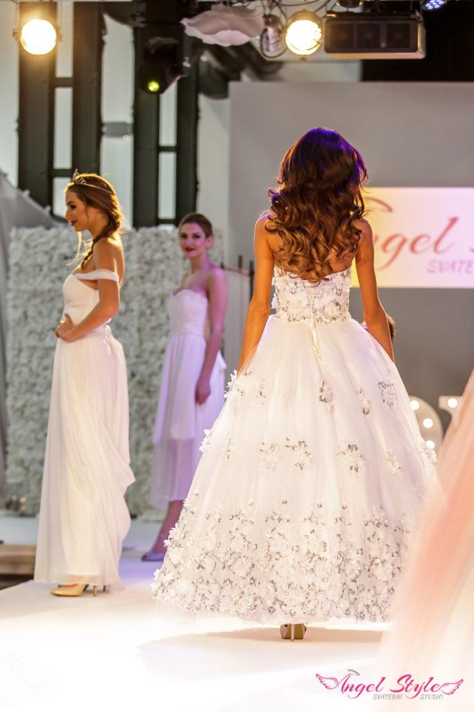 prodej svatebních šatů z přehlídkových mol