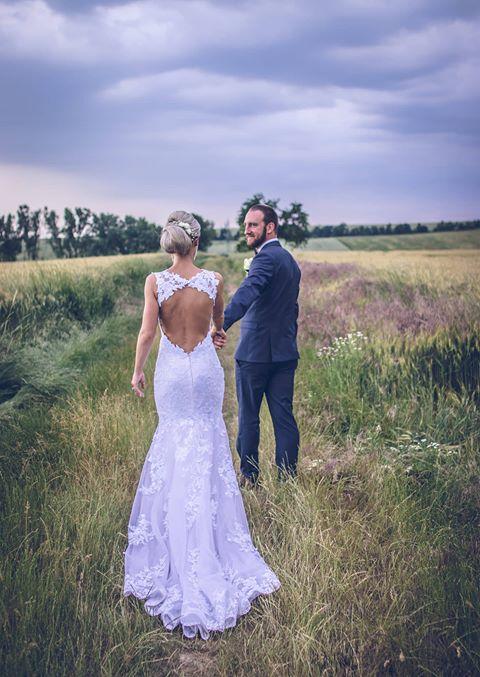 svatební šaty novomanželé